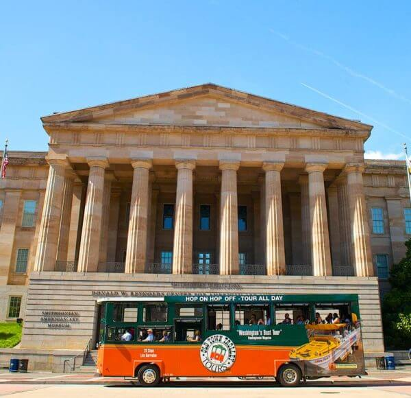 old town trolley tour stop at smithsonian american art museum