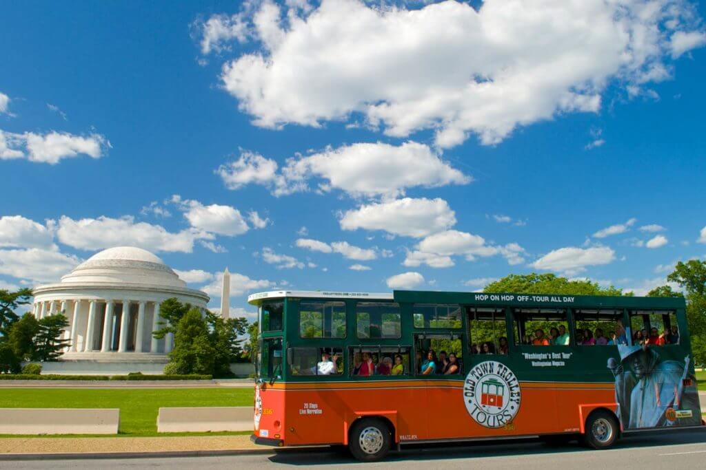 old town trolley tour stop at the Jefferson memorial