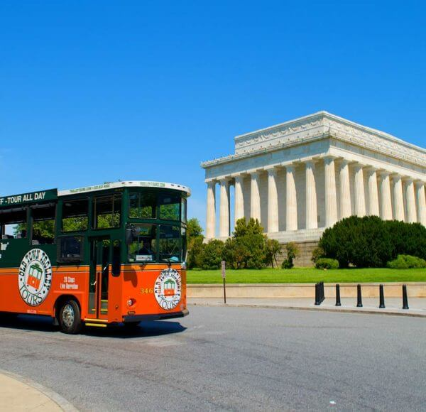 old town trolley tour stop at lincoln memorial